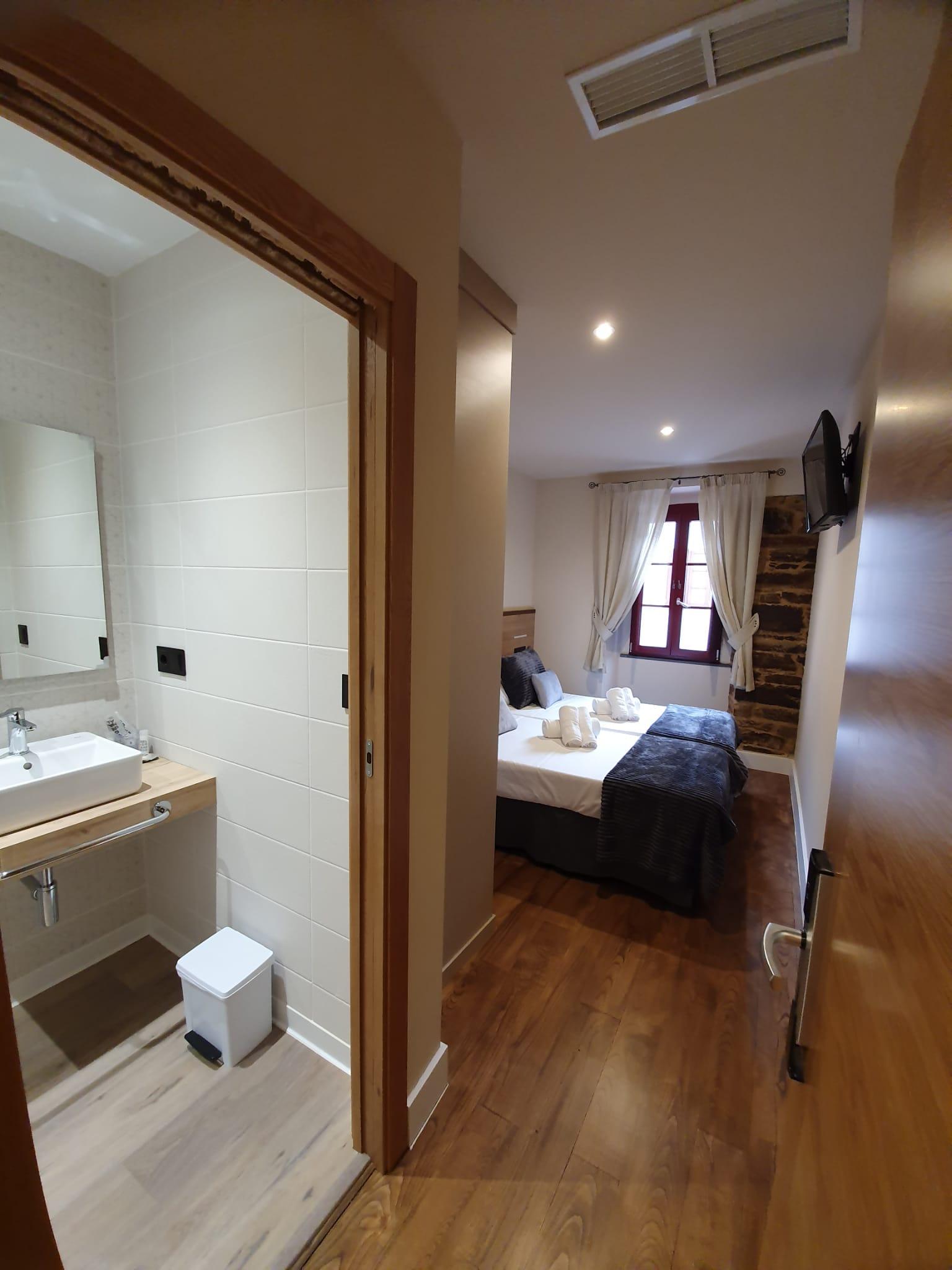 Habitación 102 Hotel Pensión Albergue casa cuartel