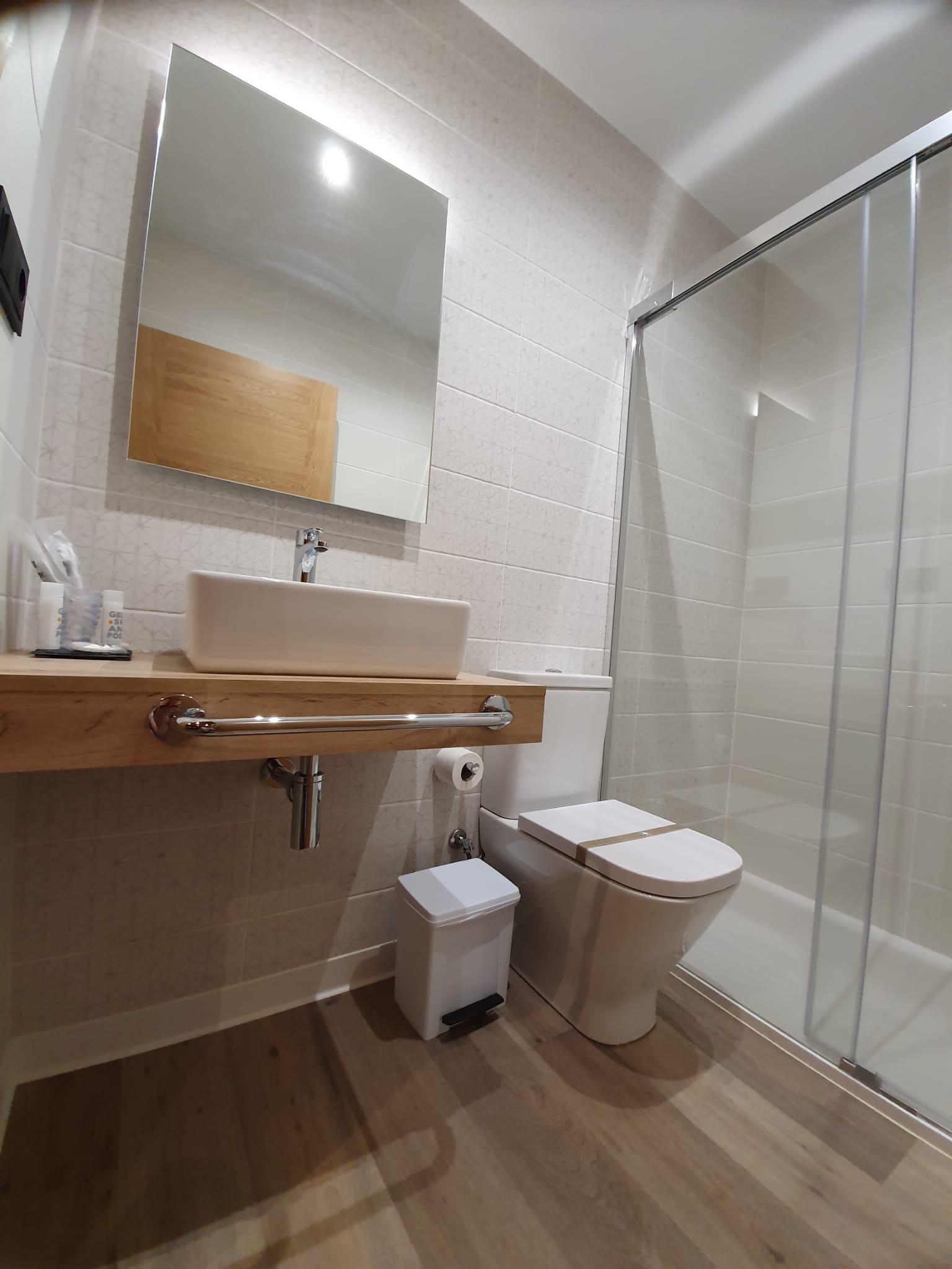 Habitación 103 Hotel Pensión Albergue casa cuartel